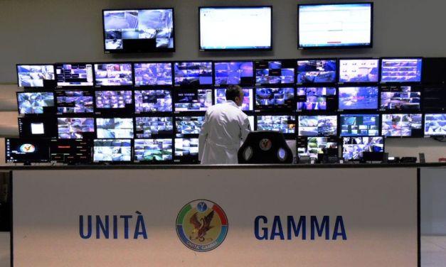 L'unità gamma intercetta auto rubata parte un inseguimento nella notte ma inutile