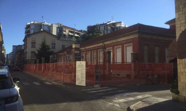 Tortona, abbattuto il muro dello storico asilo e iniziati i lavori di qualificazione urbana