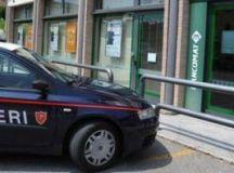QUATTORDIO: Entrano in banca armati di pistola e taglierino e rubano tremila euro