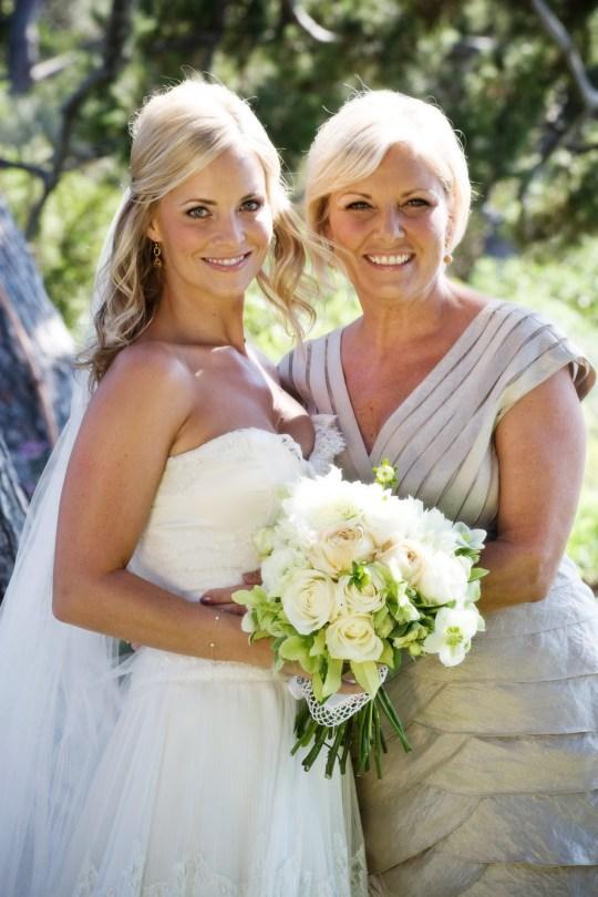 Mother-Daughter Wedding Moments | Oh Lovely Day