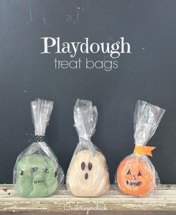 Halloween-Playdough-Treat-Bags...how-cute-to-make-these-instead-of-handing-out-candy