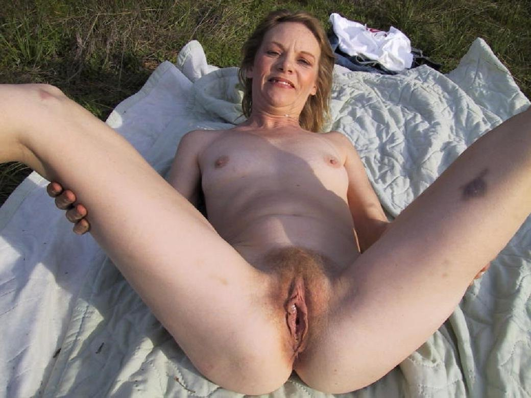 nude mature housewife outdoors