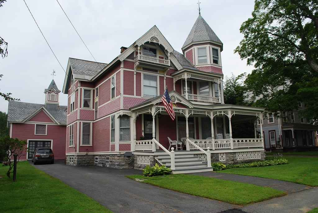1898 Queen Anne - Chester, VT - Old House Dreams