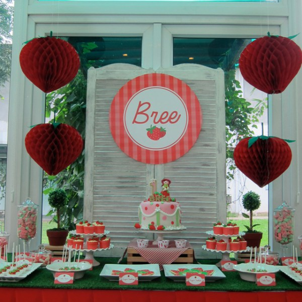 Strawberry-Garden-Party-Theme_02