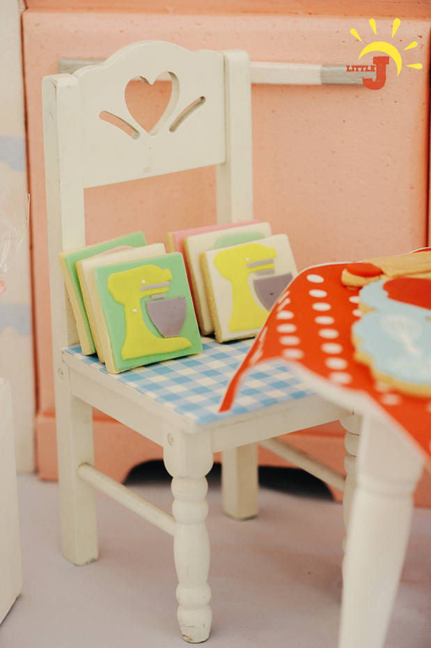 Retro Kitchen Inspired Party - 37