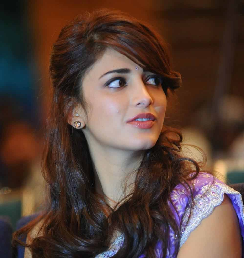 I Am In Love Girl Wallpaper Shruti Hassan Turns A Year Older One World News