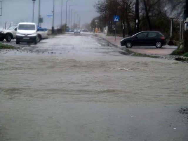 Πλημμύρισε η Βελίκα, «φούσκωσε» ο Ενιπέας στα Φάρσαλα από την έντονη βροχόπτωση