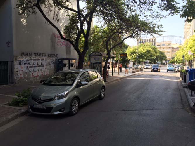 Παρκάρισμα για όσκαρ... πρόκλησης στο κέντρο της Λάρισας