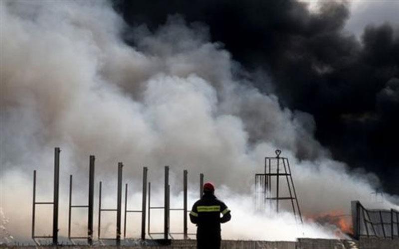 Ξέσπασε φωτιά στη Βιοκεράλ- Μεγάλες δυνάμεις της πυροσβεστικής στο σημείο