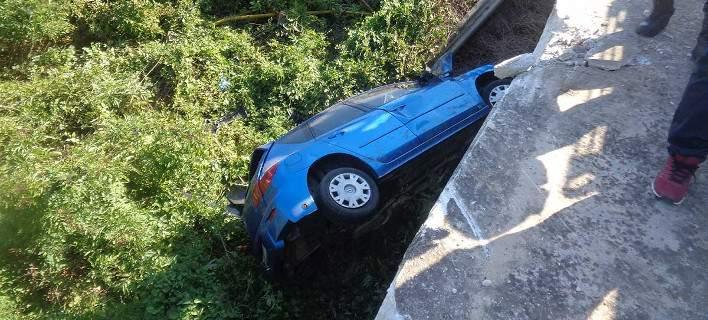 Βγήκε ζωντανή από απίστευτο τροχαίο 28χρονη στα Τρίκαλα