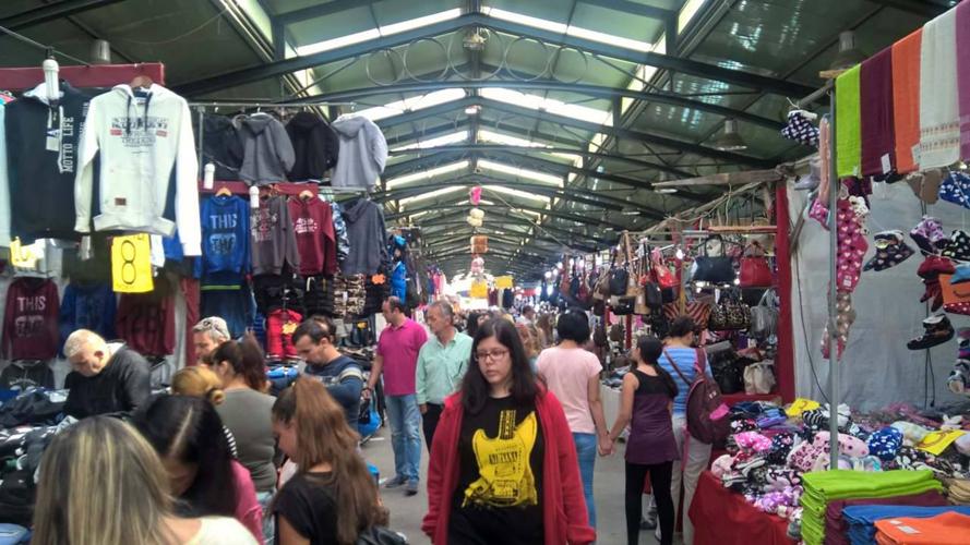 Πρωί Κυριακής για ψώνια στο Παζάρι οι Λαρισαίοι- Περιμένουν να ανεβάσουν τους τζίρους οι έμποροι (ΦΩΤΟ)