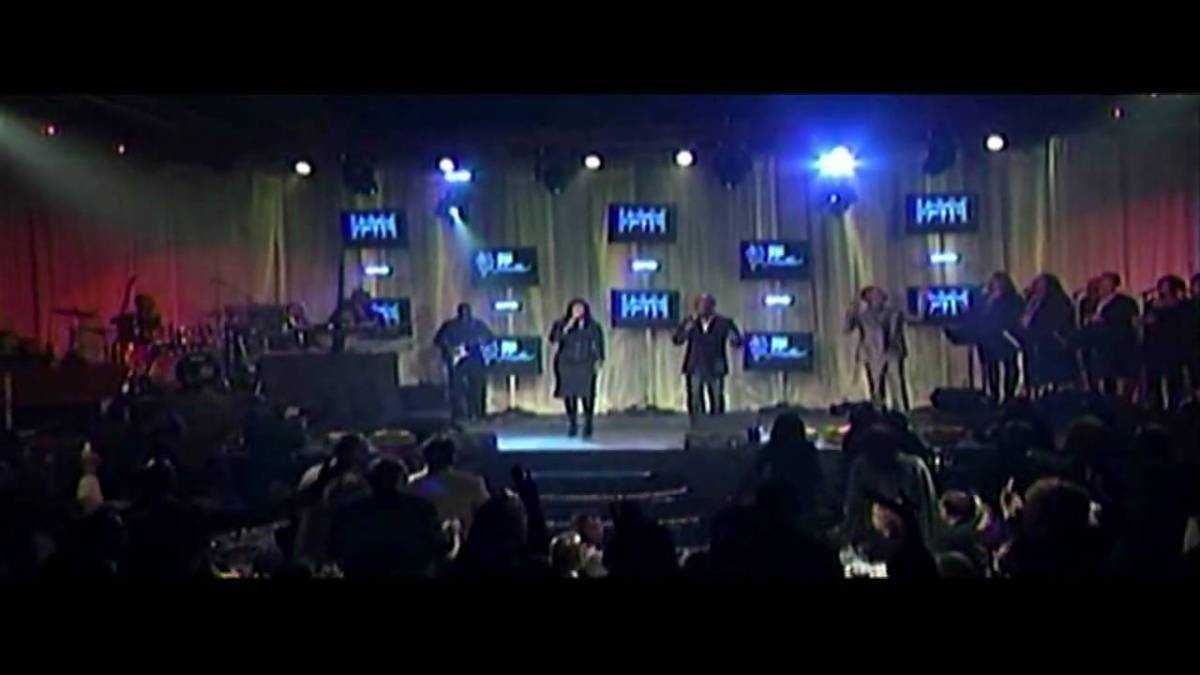 BeBe and CeCe Winans - The Blood Will Never Lose Its Power (Live Tribute to Andre Crouch and Lyrics)