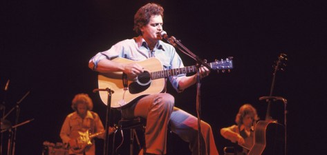 UNITED KINGDOM - SEPTEMBER 01: Photo of Harry CHAPIN; performing live onstage, (Photo by David Redfern/Redferns)