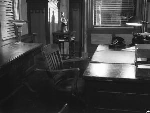 247449-noir-a-shadowy-thriller-windows-3-x-screenshot-desk-side-view