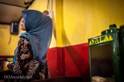 Photo Muslim Woman Indonesia Restaurant Ooaworld