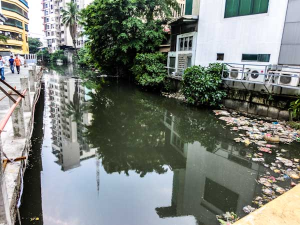 chinatown river manila photo ooaworld Rolling Coconut