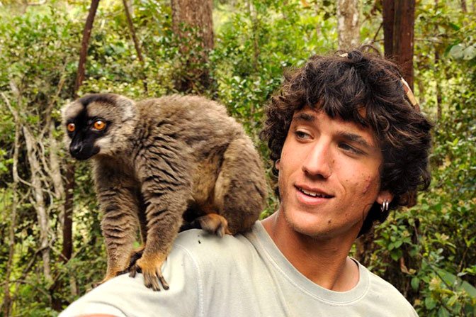 Mick Mittermeier with a lemur.