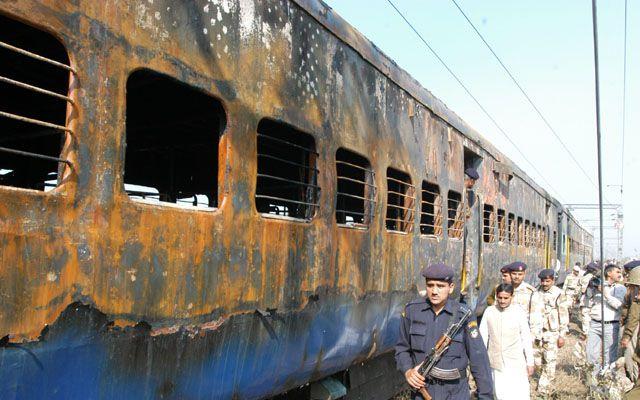 Did UPA govt let off Pakistani suspects in Samjhauta blast to further 'Saffron Terror' theory?