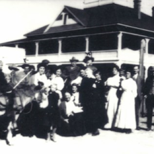Mt. View Hotel, Buffalo Bill (back row)