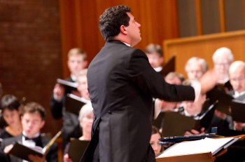 Ethan Sperry conducts Oregon Repertory Singers.