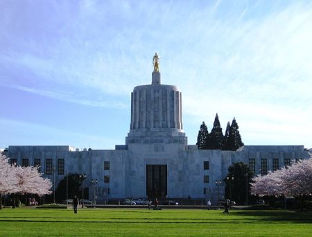 634px-Oregon_State_Capitol_1