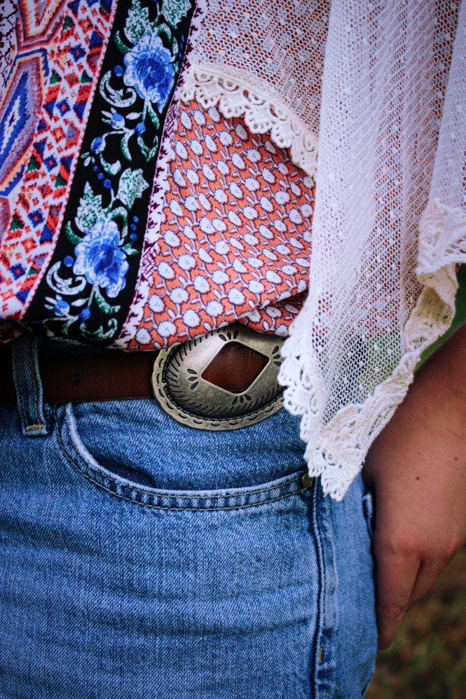 Boho Vibes. Wearing a printed shirt from Brickwood with Tommy Hilfiger shorts, sandals from Philanthropy, a chunky belt and a hat.