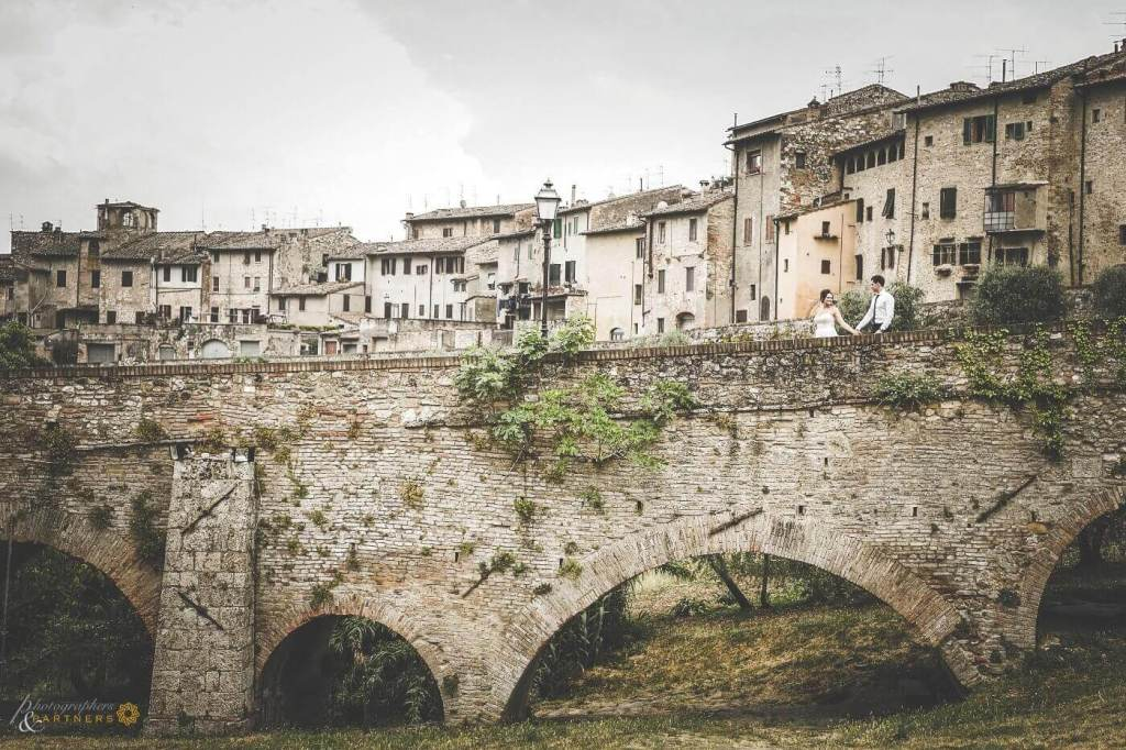 Hollie & Dean enjoy a walk through the medieval town of Certaldo