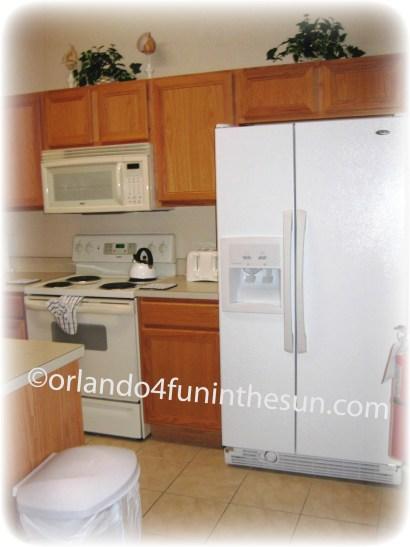 1008 317 CA Kitchen with watermark