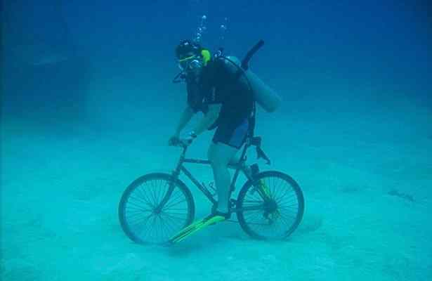 underwater-bike-race