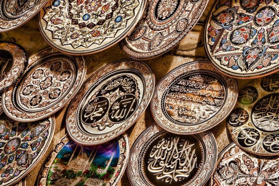 metal plates in the grand bazaar