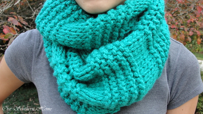 Free Knitting Patterns For Scarves For Beginners : Quick & Easy Knitted Infinity Scarf - Our Southern Home