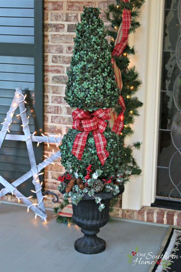 yardstick stars and christmas topiaries / Christmas Front Porch / www.oursouthernhomesc.com