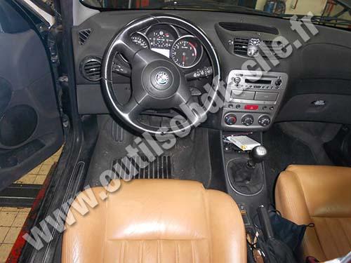 OBD2 connector location in Alfa Romeo 147 (2000 - 2004) - Outils OBD
