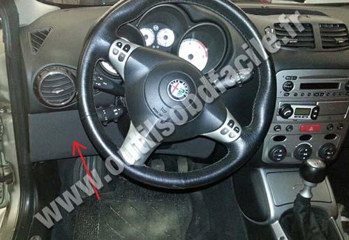 OBD2 connector location in Alfa Romeo GT (2003 - 2010) - Outils OBD