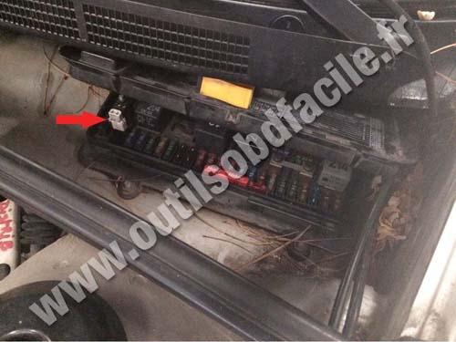 OBD2 connector location in Audi 80 (B4) ( - 1996) - Outils OBD Facile