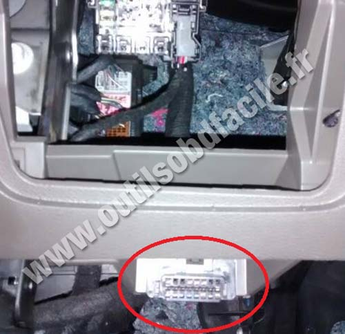 OBD2 connector location in Chevrolet Spin (2012 - ) - Outils OBD Facile