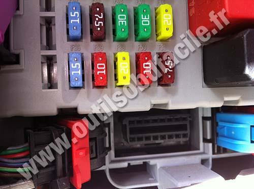 OBD2 connector location in Fiat Punto 2 (2003 - 2005) - Outils OBD