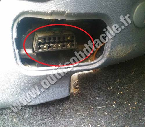 OBD2 connector location in Ford Courier (1985 - 1998) - Outils OBD