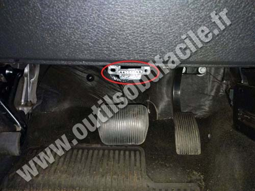 OBD2 connector location in Ford F150 (2008 - 2014) - Outils OBD Facile