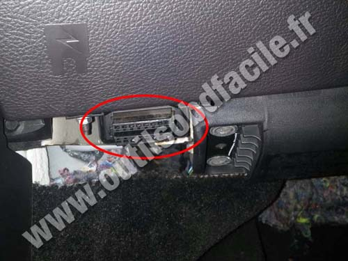OBD2 connector location in Ford Fusion (2013 - 2015) - Outils OBD Facile