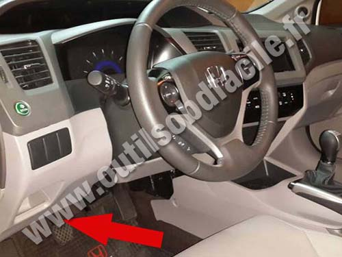 OBD2 connector location in Honda Civic 9 (2011- 2017) - Outils OBD