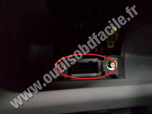 OBD2 connector location in Hyundai Accent (2006 - 2011) - Outils OBD
