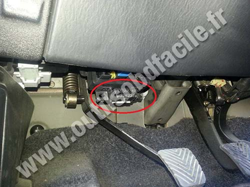 OBD2 connector location in Hyundai H1 (1997 - 2007) - Outils OBD Facile