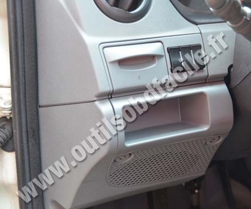 OBD2 connector location in Iveco Daily (2009 - 2013) - Outils OBD Facile