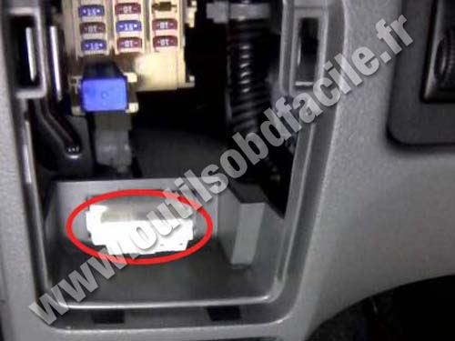 OBD2 connector location in Nissan NV200 (2009 -) - Outils OBD Facile