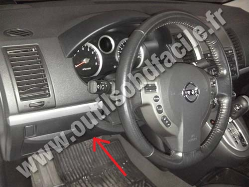 OBD2 connector location in Nissan Sentra (2007 - 2012) - Outils OBD