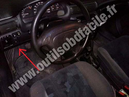 OBD2 connector location in Opel Astra F (1991 - 2000) - Outils OBD