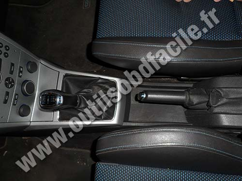 OBD2 connector location in Opel Astra H (2004 - 2009) - Outils OBD
