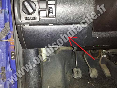 OBD2 connector location in Opel Corsa B (1993 - 2000) - Outils OBD