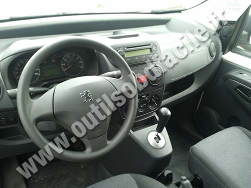 OBD2 connector location in Peugeot Bipper (2007 - 2017) - Outils OBD